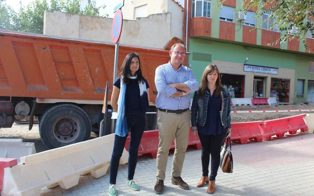 El alcalde visita las obras que se acometen en la calle del Campo y adyacentes